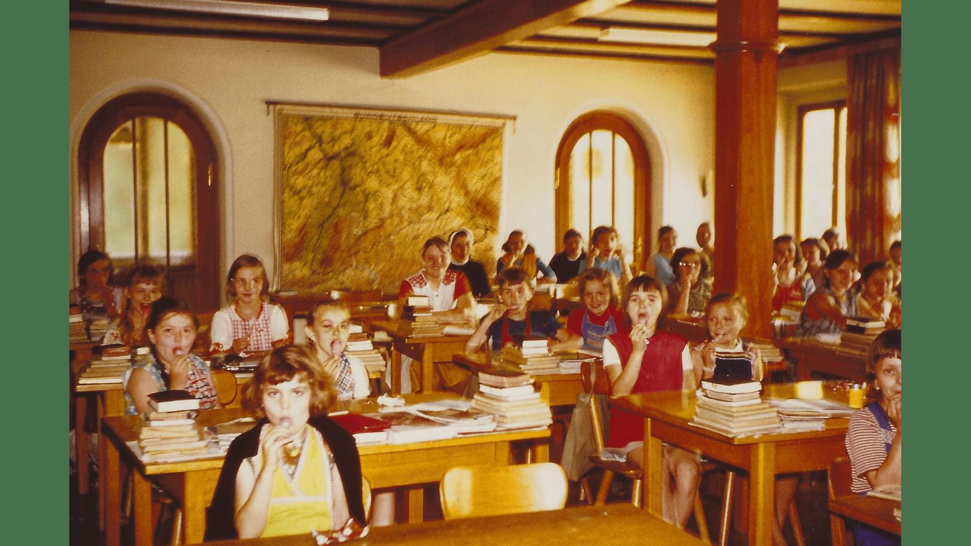 Blick ins Klassenzimmer - Unterricht-1975-76- Foto: Archiv Arme Schulschwestern
