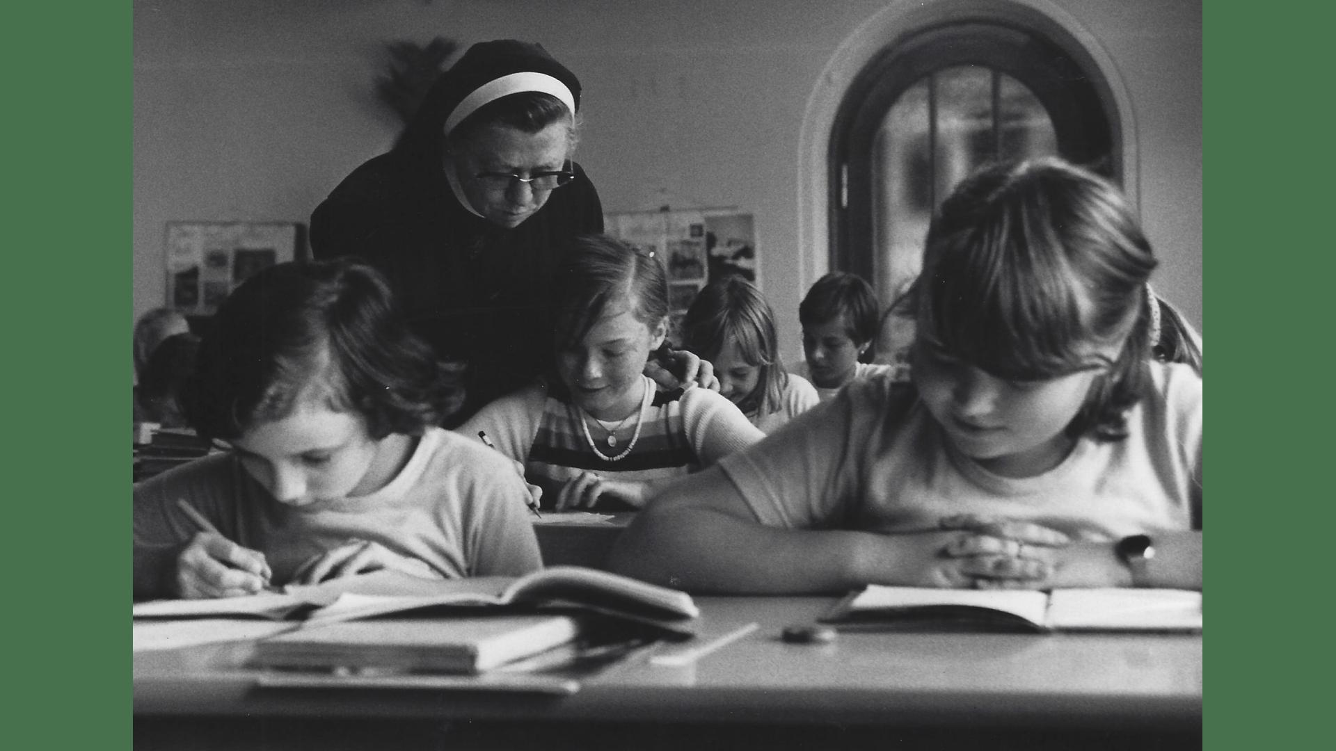 Schwester Sigismunda kümmert sich mit viel Liebe um die Förderschüler. Foto: Archiv Arme Schulschwestern