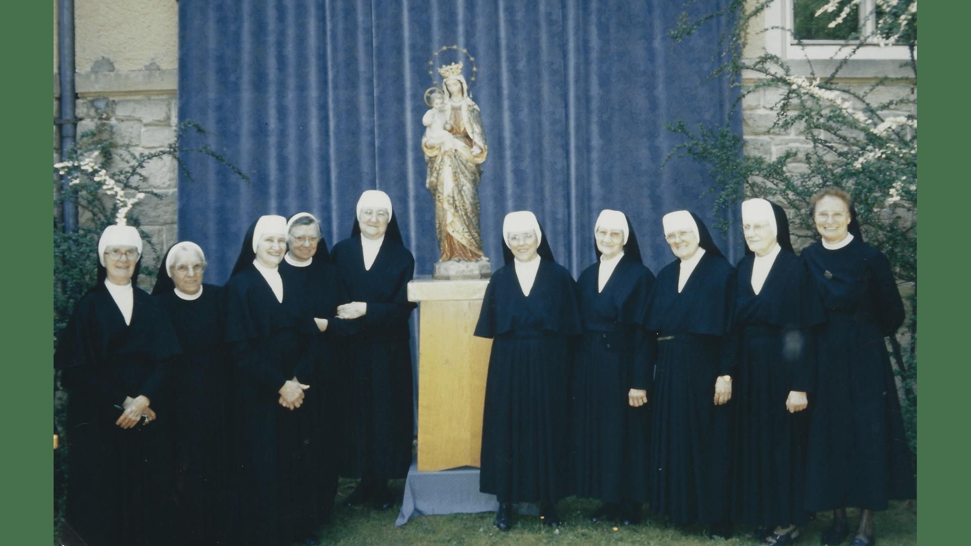 Einige Schwestern im Haus der Donauschwaben Sindelfingen – Gedenkfeier 2004  mit Landsleuten Foto: Archiv Arme Schulschwestern