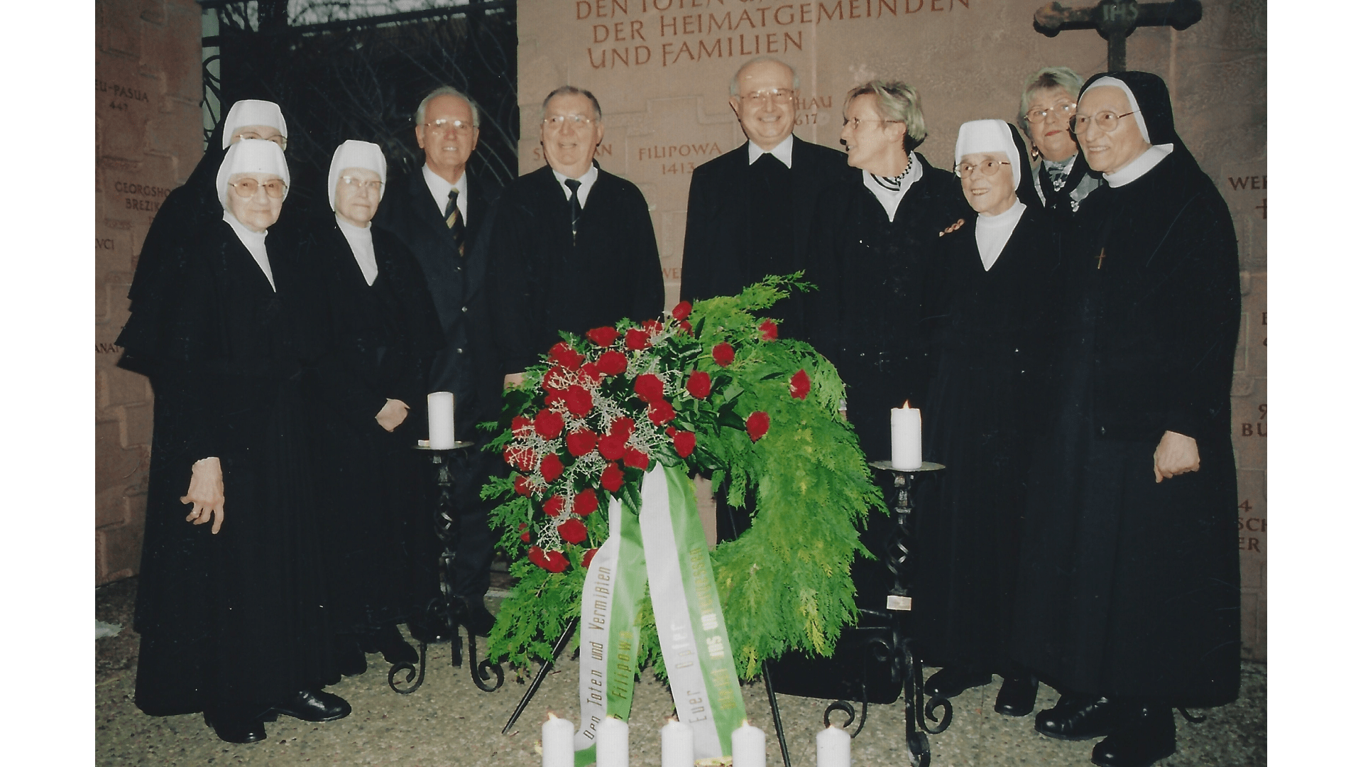 Einige Schwesternim im Haus der Donauschwaben, bei einem Gedenktreffen mit ihren Landsleuten in  Sindelfingen 2004. Foto: Archiv Arme Schulschwestern