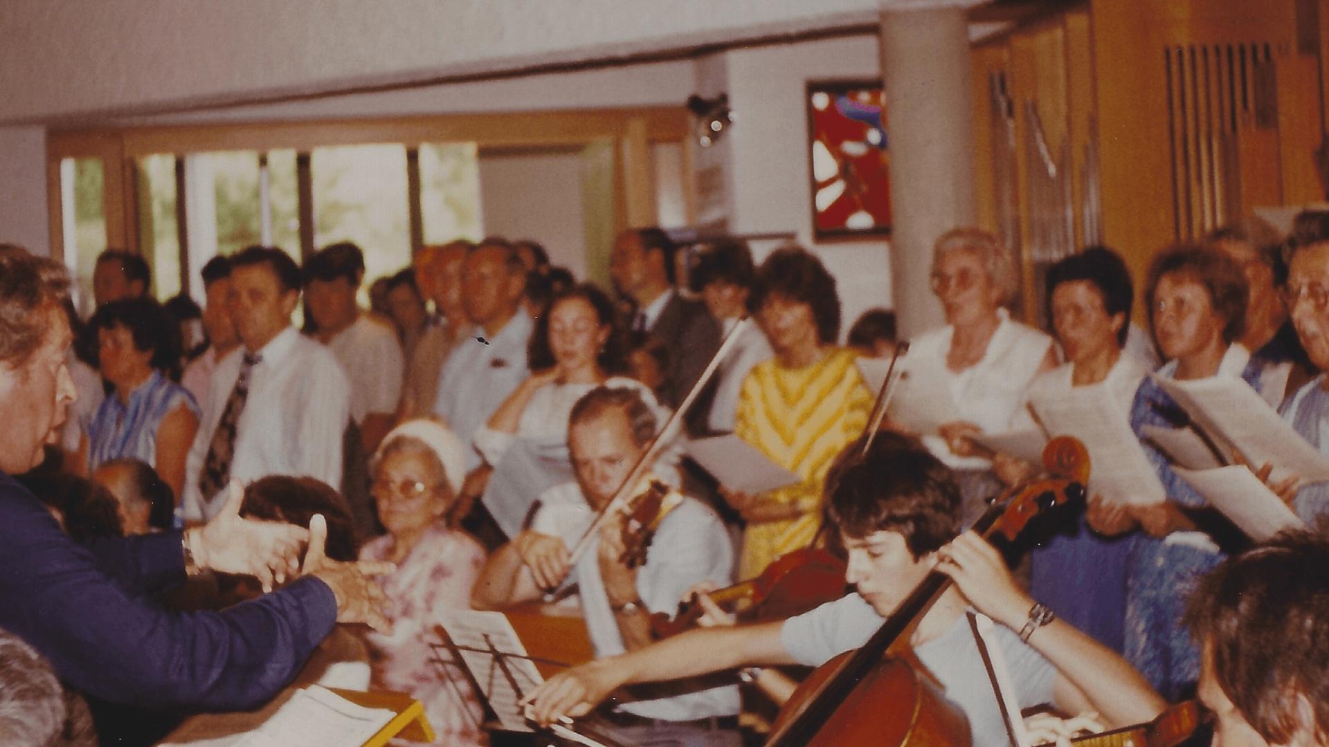 Der Kirchenchor Schwaikheim sorgt für den festl. Gesang Christi Himmelfahrt 1983- Foto: Archiv Arme Schulschwestern