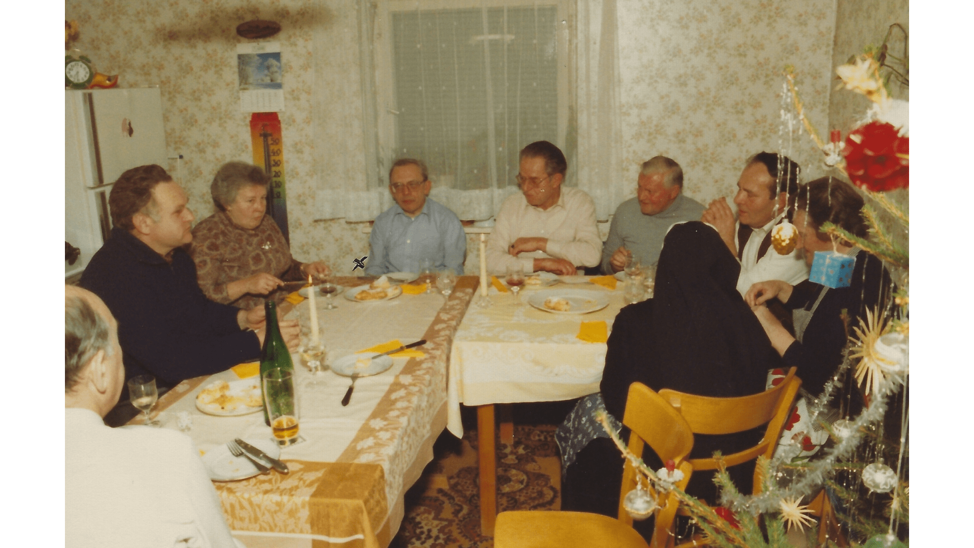 Abschiedsfeier der Schwestern und Freunden mit Dr. Martin Juritsch (blaues Hemd m. Brille), Generaloberer der Pallotiner, anlässlich der Amtsübernahme nach Rom im Jahre 1983.  Foto: Archiv Arme Schulschwestern