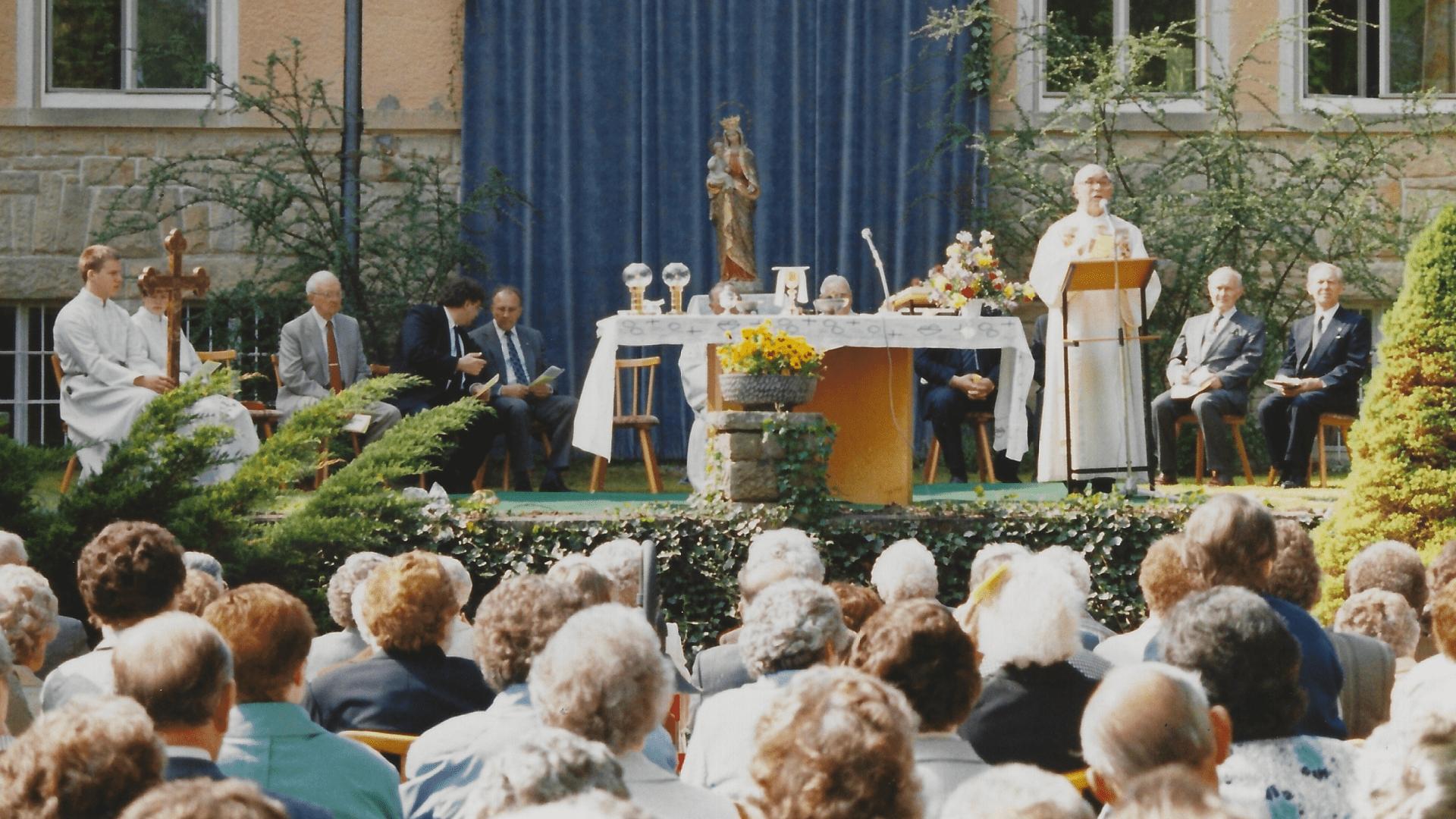 Wallfahrt 1994 - Zelebrant Pater Philipp Johler SJ. Foto: Archiv Arme Schulschwestern