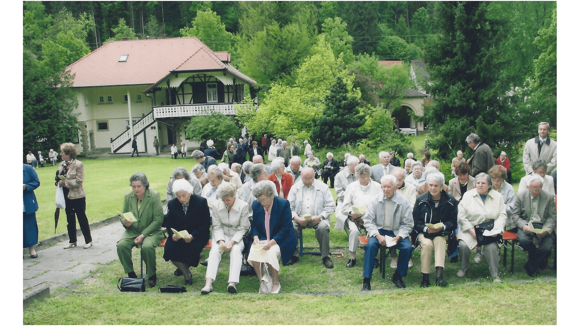 Wallfahrt 2006 - Andacht im Klostergarten. Foto: Archiv Arme Schulschwestern