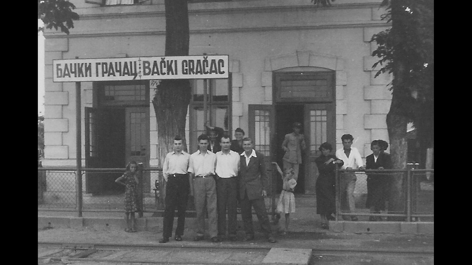 Der erste Besuch 1955 aus dem Westen durch den in Filipowa geborenen und aus Gakowa geflohenen gehörlosen Martin Jesch aus Wien (2,v. rechts). Foto: Archiv Freundeskreis Filipowa