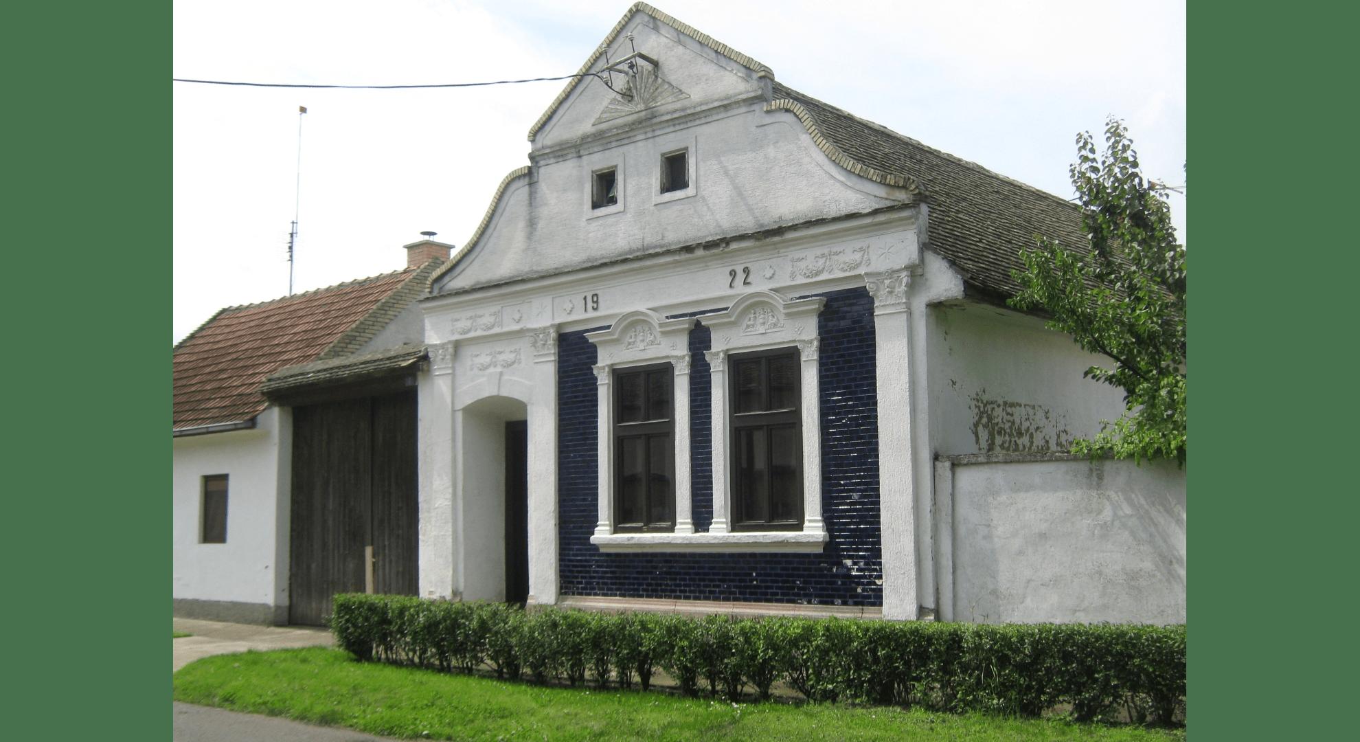 Gut erhaltene Hausfassade in der Bahngasse von Filipowa. Aufnahme 2011. Foto: Archiv Freundeskreis Filipowa