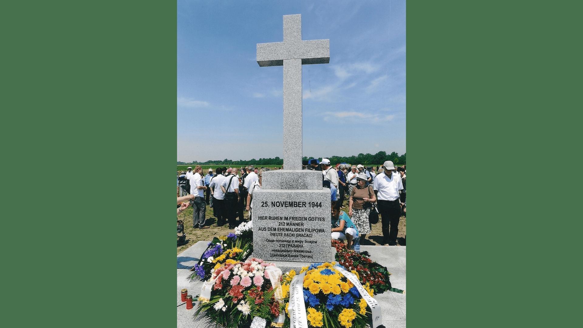 Das Denkmal am Tag der Einweihung. Foto: Archiv Freundeskreis Filipowa