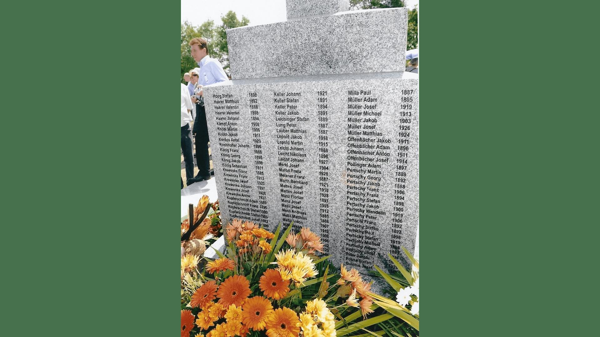Sockel mit den 212 Namen der Opfer. Foto: Archiv Freundeskreis Filipowa