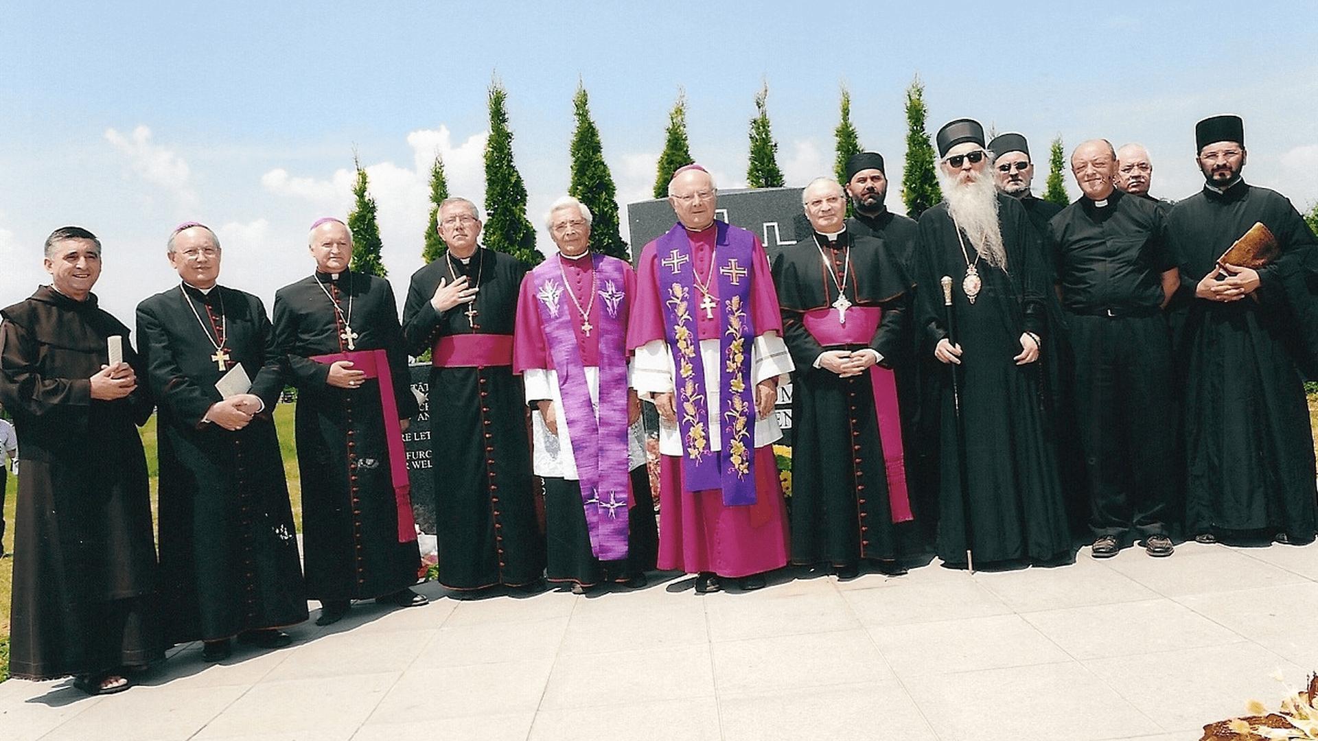 Friedenswillen über den Gräbern: die Geistlichen aus Serbien, Kroatien Österreich und Deutschland. Foto: Archiv Freundeskreis Filipowa
