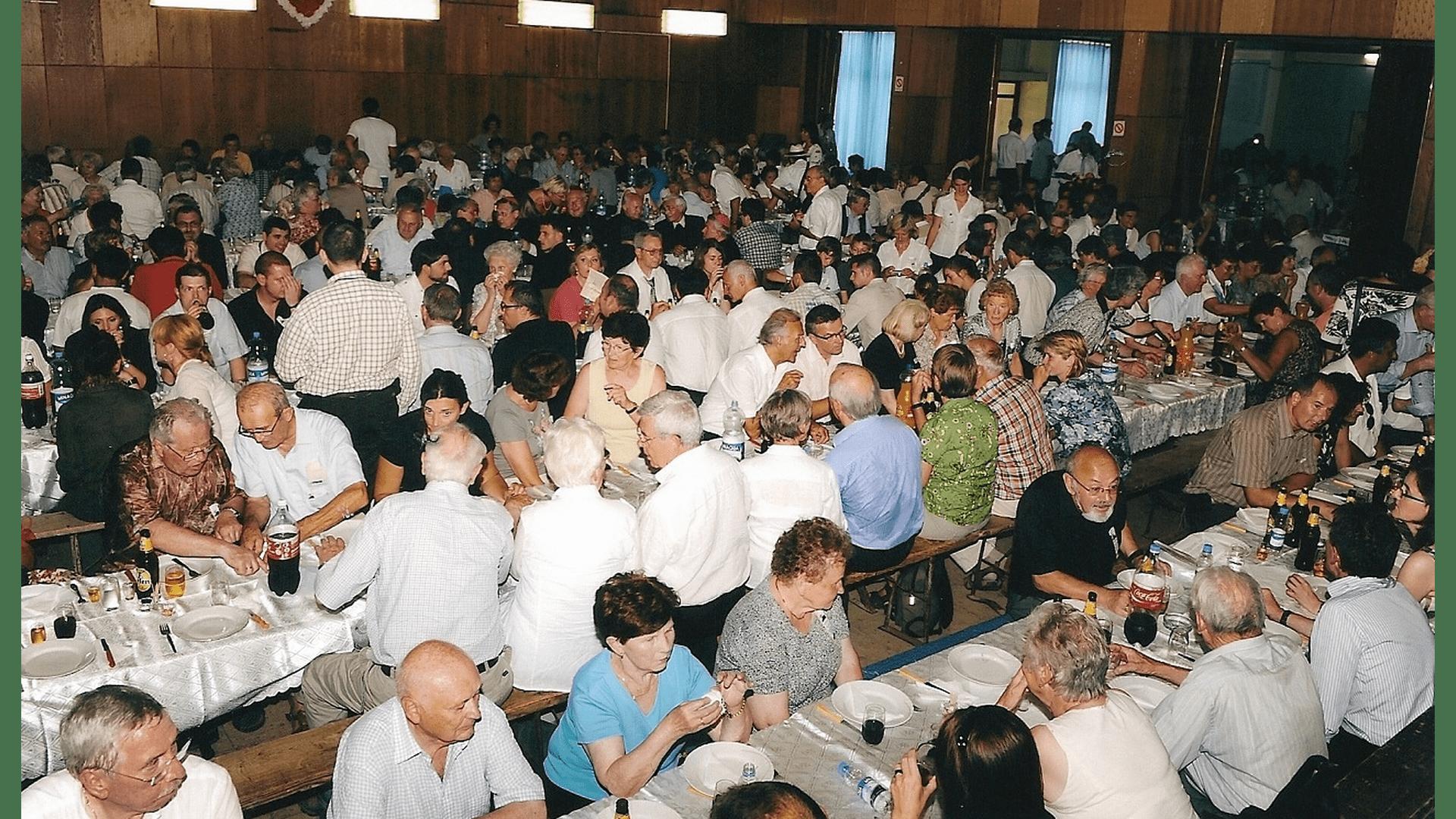 550 Teilnehmer beim Mittagessen im Bürgerhaus von Backi Gracac. Foto: Archiv Freundeskreis Filipowa