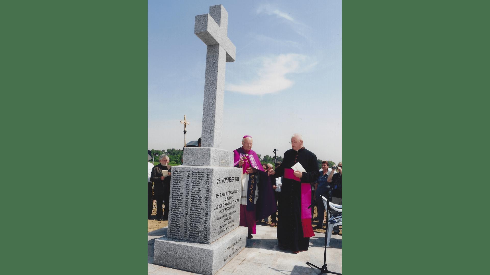 Erzbischof Zollitsch bei der Weihehandlung des Denkmals