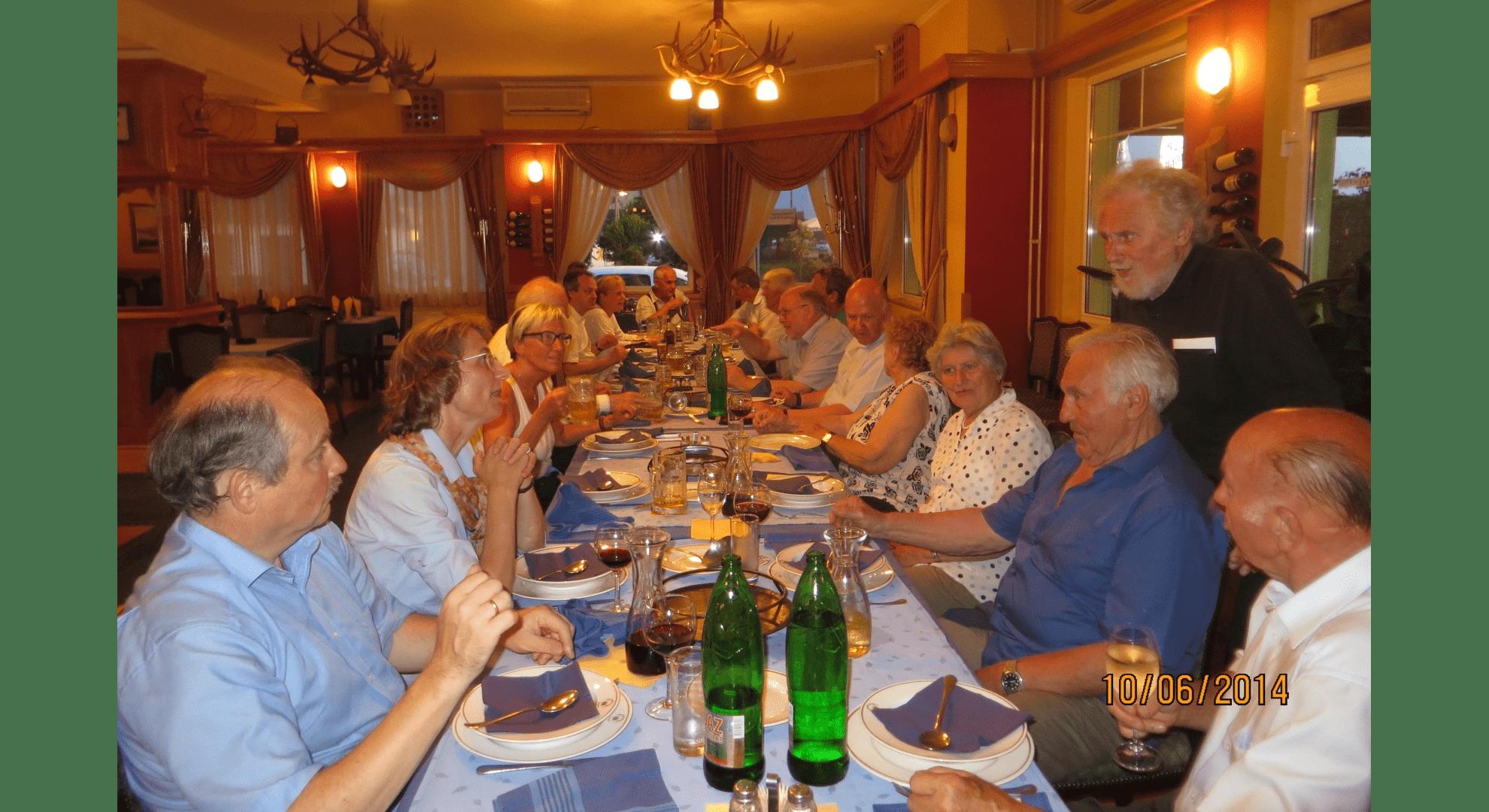 """Reisegruppe 2014 in der """"Slatna Kruna"""" dem landestypischen Fischlokal in Apatin. Foto: Archiv Freundeskreis Filipowa"""
