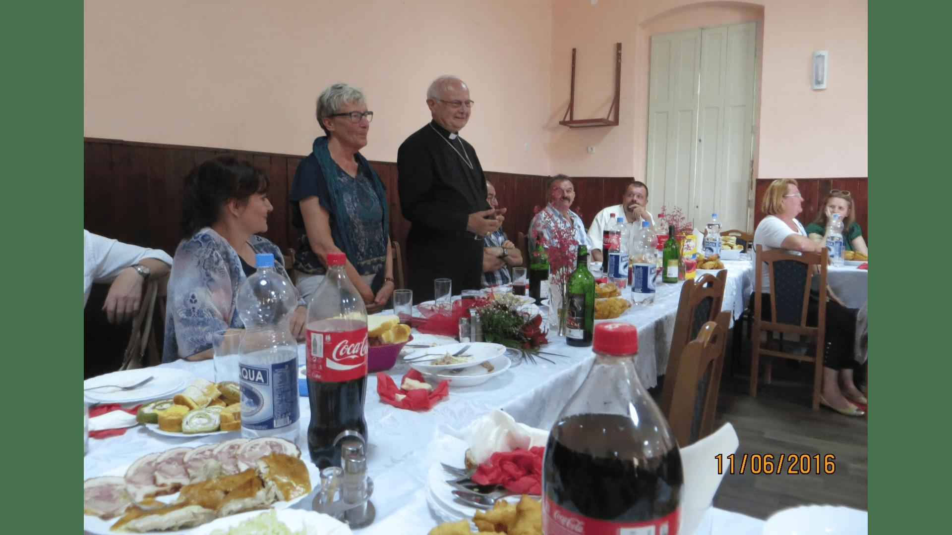 Festbankett mit dem Ortsvorstand zu Ehren unseres Besuches in Backi Gracac 2016. Für die Bewirtung sorgte ein zahlreiches Helferteam. Foto: Archiv Freundeskreis Filipowa