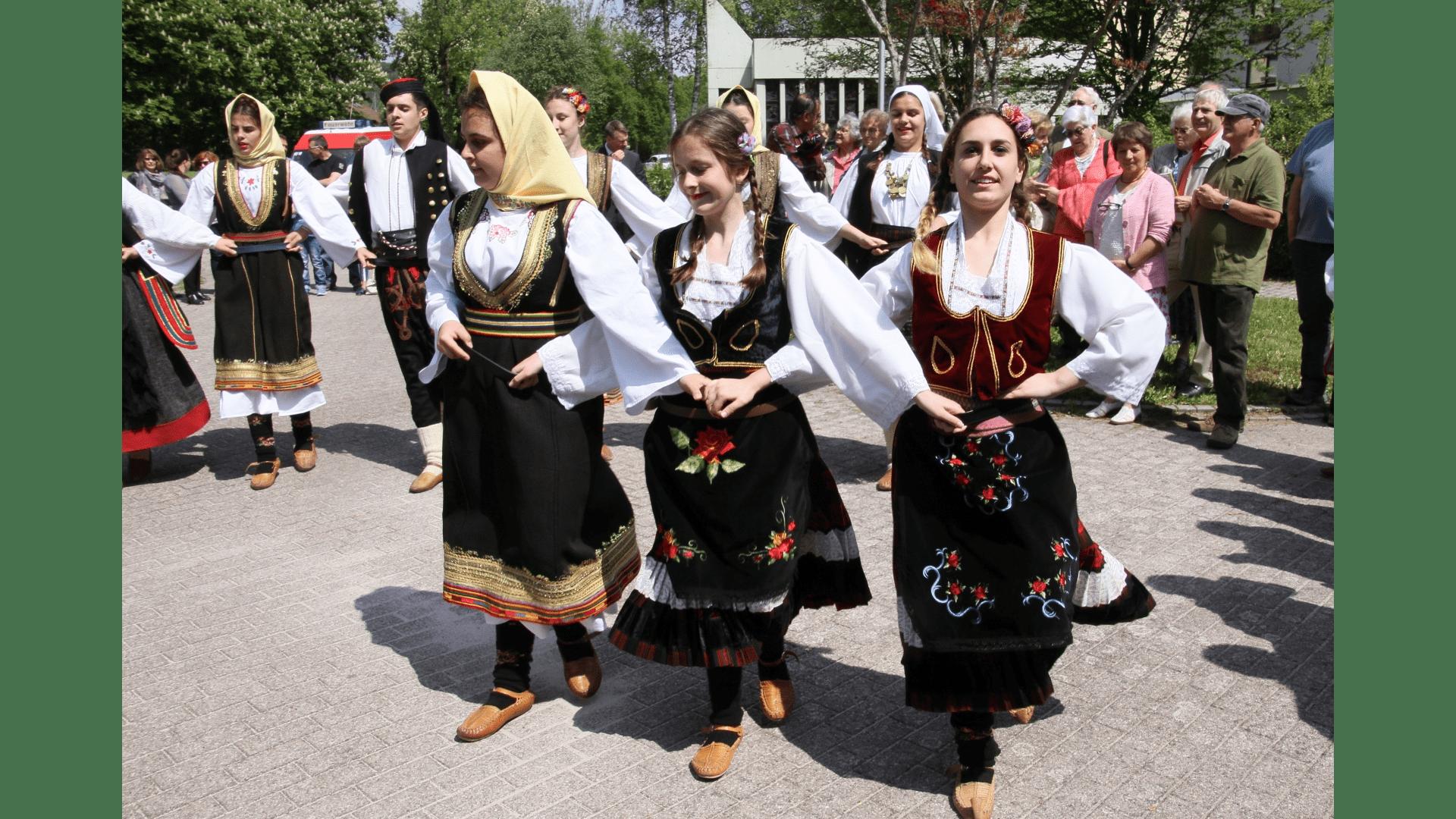 Tanzauftritt nach dem Gottesdienst in Bad Niedernau 2017. Foto: Archiv Freundeskreis Filipowa