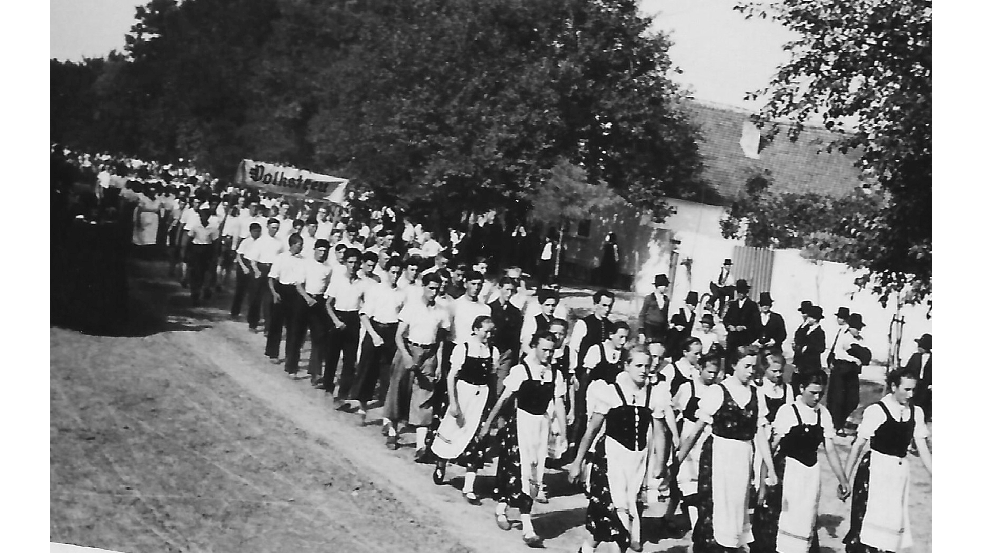 Jugendgruppen aus verschiedenen Orten der Batschka und Slawoniens