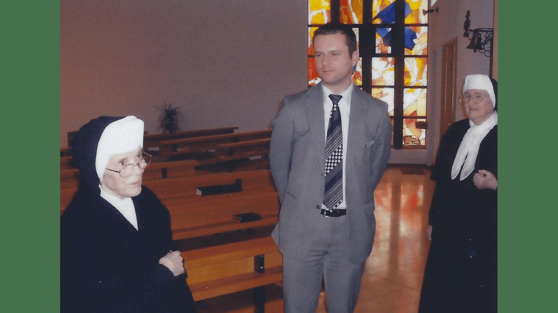 Der Oberbürgermeister von Rottenburg bei einem Besuch der Schwestern im Jahr 2010. Foto: Archiv Arme Schulschwestern