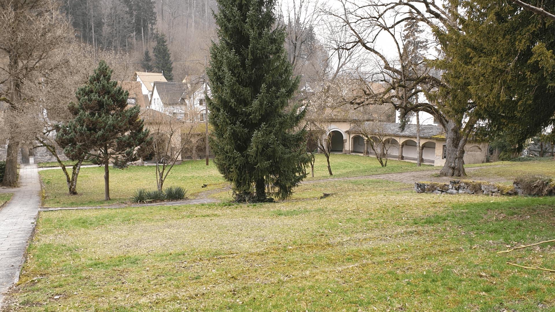 Klostergarten mit Wandelgang, Badstr 63-65. Foto Archiv Arme Schulschwestern